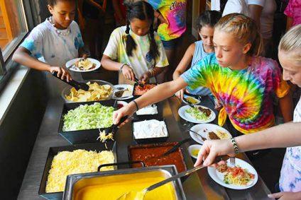kids getting food at summer camp